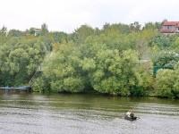Москва река и лодка - переправа у Титово