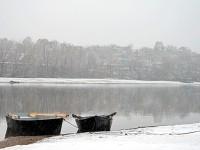 Лодки на Москва-реке зимой