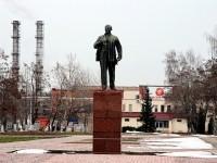 Производственная территория ЛЗОС с памятником Ленину