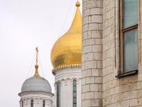 Стена Успенского собора и купола Архангельского собора