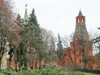 Вид из Тайницкого парка на стены и башни Кремля