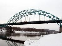 Вид на мост с берега Москва-реки