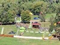 Стартовый городок соревнований по кросс-кантри в горнолыжном клубе Гая Северина