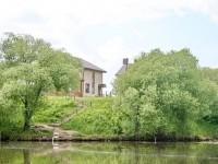 Дома на берегу Нижнего Мячково