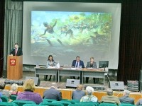 Антон Дроздов, рассказывает о том что сделано - новых детских площадках, дорогах, генеральном плане, работе с чулковской больницей, школой, домом культуры