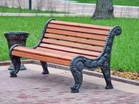 Урна и скамейка