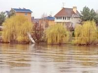 Половодье на Москва-реке - берег Верхнего Мячково