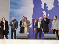 Выступает замерзший мужской хор Пересвет