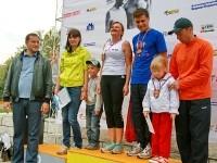 Награждение участников забега для детей с родителями