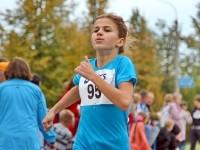Юная спортсменка на дистанции