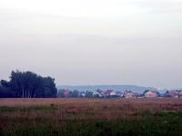 Вид с заброшенных полей на зады деревни Прудки