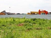 База строительной техники у дороги в Чайку
