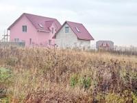 Новая часть деревни Редькино - розовый дом