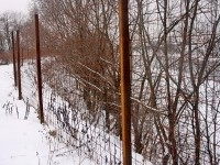 Забор вдоль Москва-реки возле впадения ручья Подцепня