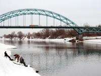 Рыбаки возле моста на Новорязанском шоссе