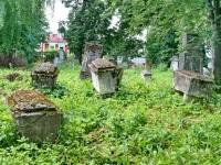 Мягкий известняк позволял местным каменщикам делать надгробия различной формы