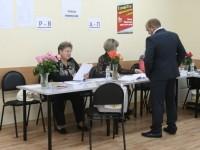 Кандидат Игорь Морозов - первый избиратель на участке