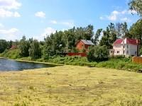 Дома на пруду в деревне Жуково